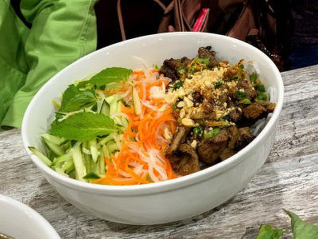 Tin vui cuối năm: nhà hàng phở Việt nhận giải Oscar làng ẩm thực danh giá của Mỹ - Ảnh 4.
