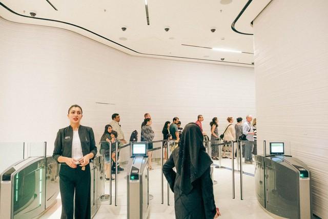 Bỏ 40 USD lên toà nhà cao nhất địa cầu ở Dubai, du khách ước mình không mua vé - Ảnh 5.