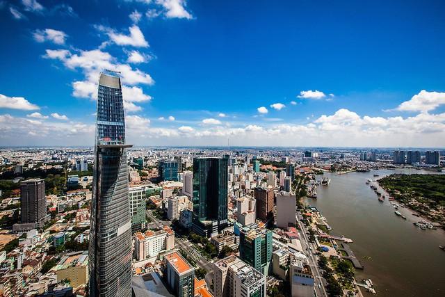 Savills: Giá nhà đất ở Hà Nội, Sài Gòn vẫn rẻ hơn nhiều so có Hong Kong, Singapore, còn nhiều thời cơ đầu tư ở phân khúc bất động sản cấp cao - Ảnh 2.