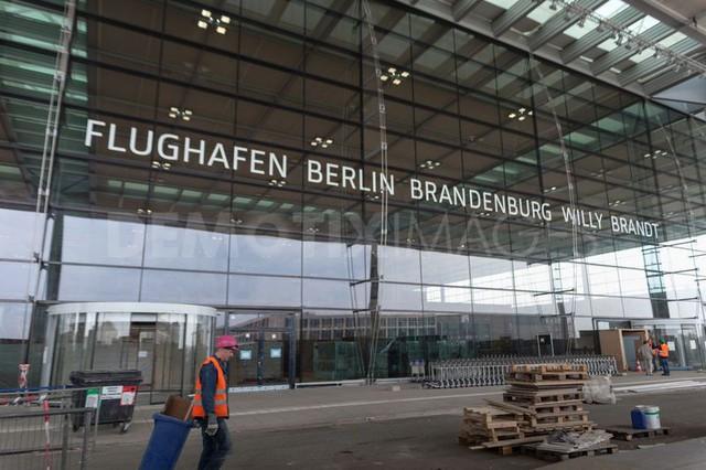 Sân bay ma ở Berlin: Màn hình hiển thị chuyến bay hoạt động, mỗi tháng ngốn 10 triệu euro phí bảo trì, quản lý nhưng suốt 7 năm không có một hành khách nào - Ảnh 3.
