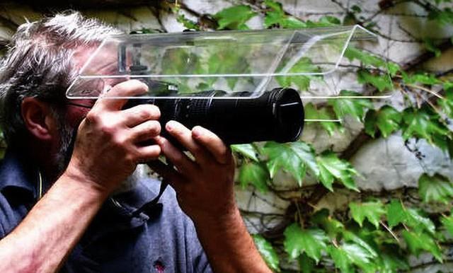Ý tưởng triệu đô: Che ô cho máy ảnh để chụp ảnh lúc trời mưa - Ảnh 1.