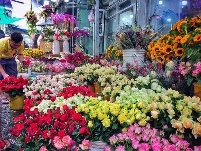 Valentine năm nay trùng ngày vía thần tài, cả vàng và hoa hồng đều tăng giá mạnh - Ảnh 3.