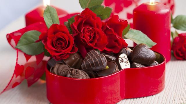 Valentine năm nay trùng ngày vía thần tài, cả vàng và hoa hồng đều tăng giá mạnh - Ảnh 2.
