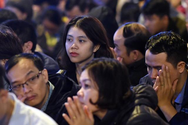 Hàng nghìn người chen chân dâng sớ cúng giải hạn sao La Hầu tại chùa Phúc Khánh - Ảnh 11.