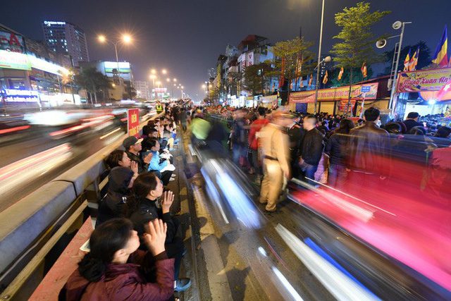 Hàng nghìn người chen chân dâng sớ cúng giải hạn sao La Hầu tại chùa Phúc Khánh - Ảnh 16.