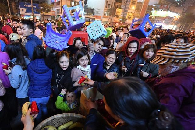 Hàng nghìn người chen chân dâng sớ cúng giải hạn sao La Hầu tại chùa Phúc Khánh - Ảnh 18.