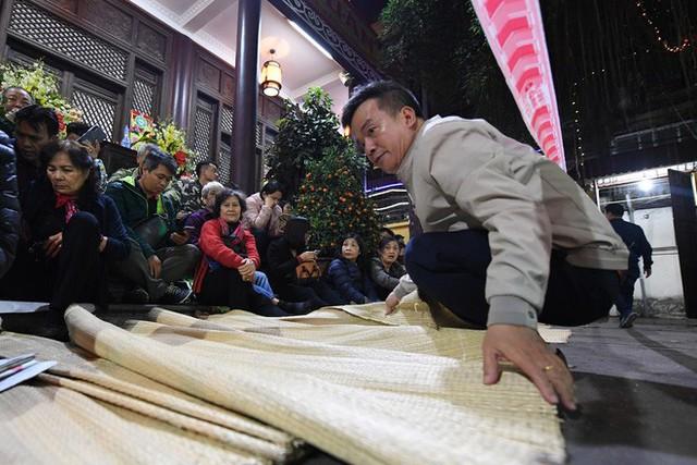 Hàng nghìn người chen chân dâng sớ cúng giải hạn sao La Hầu tại chùa Phúc Khánh - Ảnh 5.