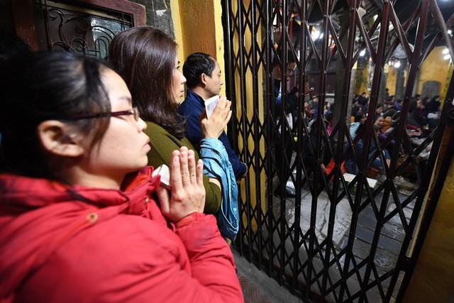 Hàng nghìn người chen chân dâng sớ cúng giải hạn sao La Hầu tại chùa Phúc Khánh - Ảnh 6.