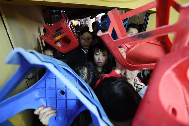 Hàng nghìn người chen chân dâng sớ cúng giải hạn sao La Hầu tại chùa Phúc Khánh - Ảnh 8.