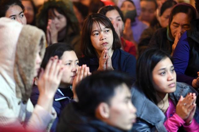 Hàng nghìn người chen chân dâng sớ cúng giải hạn sao La Hầu tại chùa Phúc Khánh - Ảnh 10.