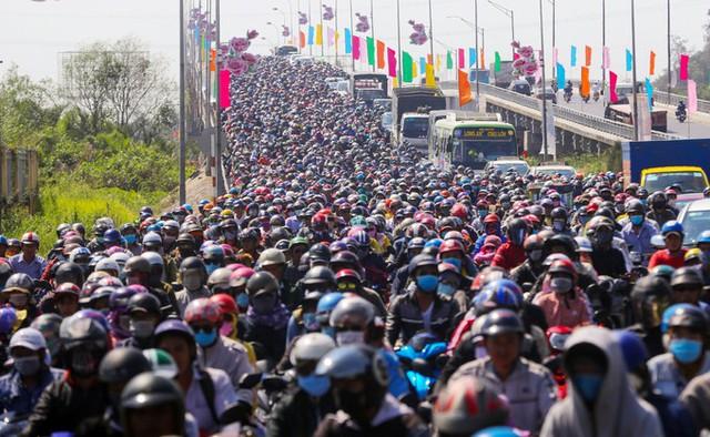 CEO HSBC Việt Nam: Hy vọng Việt Nam có thể quyết liệt cải cách nền kinh tế để kịp giàu trước khi già - Ảnh 4.