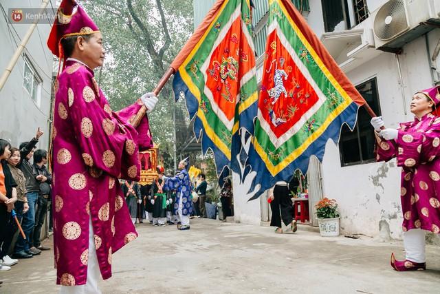 Độc đáo lễ hội trai giả gái nhảy điệu con đĩ đánh bồng ở Hà Nội - Ảnh 2.