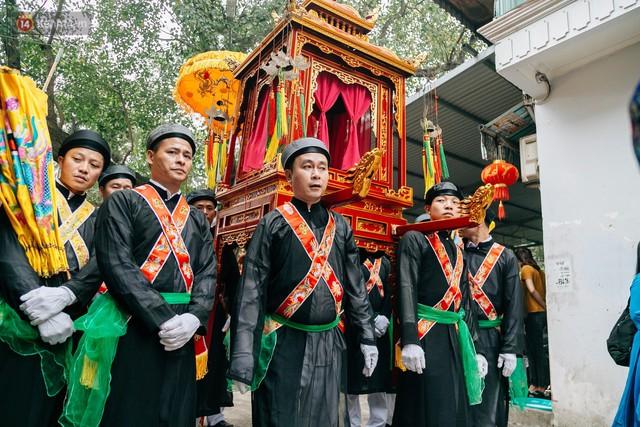 Độc đáo lễ hội trai giả gái nhảy điệu con đĩ đánh bồng ở Hà Nội - Ảnh 3.