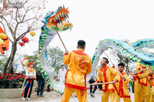 Độc đáo lễ hội trai giả gái nhảy điệu con đĩ đánh bồng ở Hà Nội - Ảnh 12.