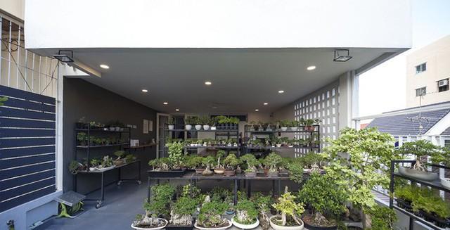 Sau 15 năm bỏ hoang, ngôi nhà 300m² được cặp vợ chồng trẻ hồi sinh cực hiện đại lại có vườn bonsai đáng mơ ước ở ban công - Ảnh 11.