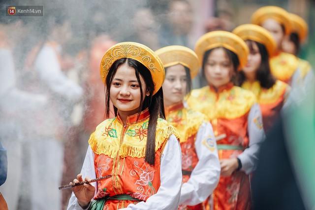 Độc đáo lễ hội trai giả gái nhảy điệu con đĩ đánh bồng ở Hà Nội - Ảnh 13.