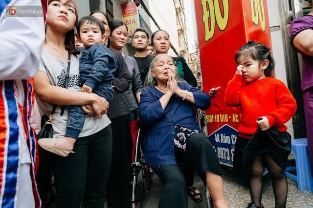 Độc đáo lễ hội trai giả gái nhảy điệu con đĩ đánh bồng ở Hà Nội - Ảnh 14.