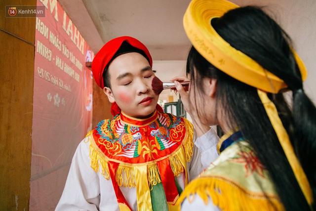 Độc đáo lễ hội trai giả gái nhảy điệu con đĩ đánh bồng ở Hà Nội - Ảnh 18.