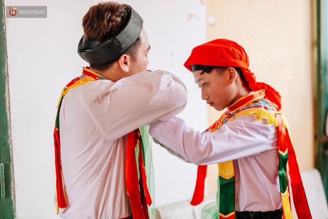 Độc đáo lễ hội trai giả gái nhảy điệu con đĩ đánh bồng ở Hà Nội - Ảnh 20.