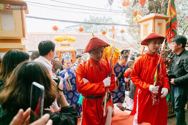 Độc đáo lễ hội trai giả gái nhảy điệu con đĩ đánh bồng ở Hà Nội - Ảnh 21.