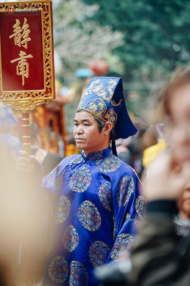Độc đáo lễ hội trai giả gái nhảy điệu con đĩ đánh bồng ở Hà Nội - Ảnh 4.