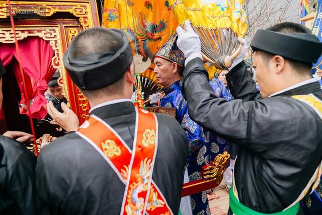 Độc đáo lễ hội trai giả gái nhảy điệu con đĩ đánh bồng ở Hà Nội - Ảnh 22.