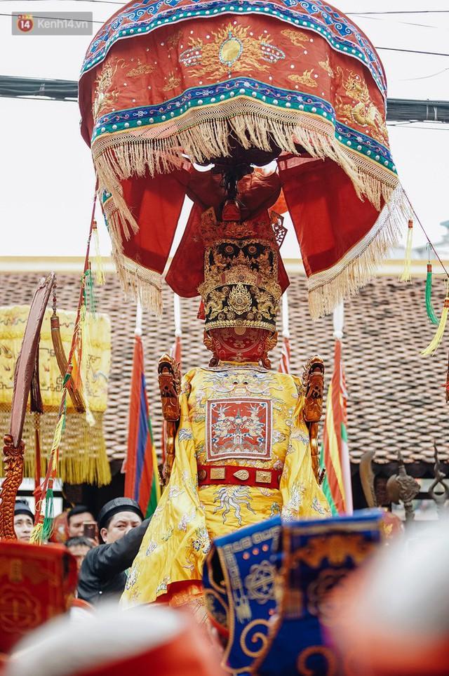 Độc đáo lễ hội trai giả gái nhảy điệu con đĩ đánh bồng ở Hà Nội - Ảnh 24.