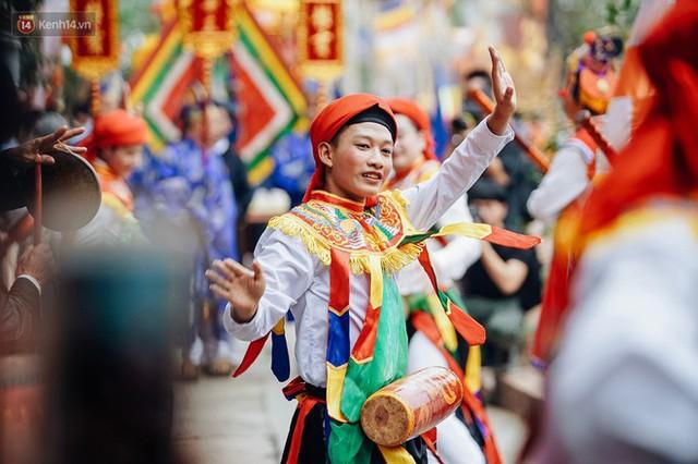 Độc đáo lễ hội trai giả gái nhảy điệu con đĩ đánh bồng ở Hà Nội - Ảnh 30.
