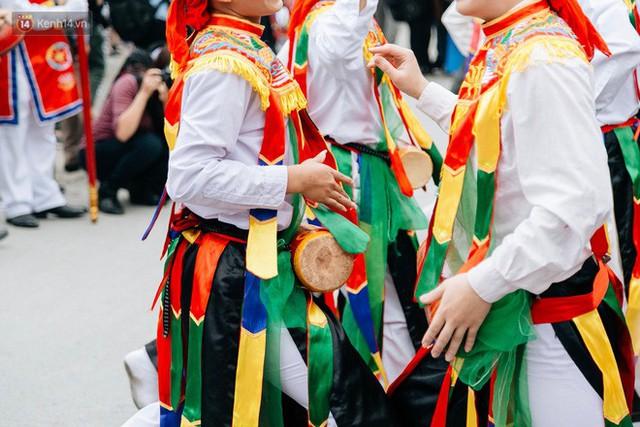Độc đáo lễ hội trai giả gái nhảy điệu con đĩ đánh bồng ở Hà Nội - Ảnh 31.