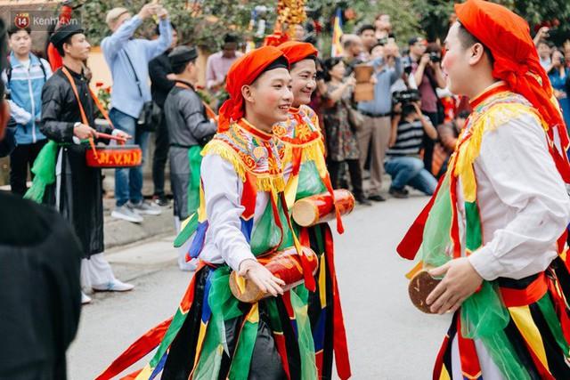 Độc đáo lễ hội trai giả gái nhảy điệu con đĩ đánh bồng ở Hà Nội - Ảnh 32.