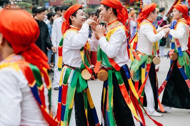 Độc đáo lễ hội trai giả gái nhảy điệu con đĩ đánh bồng ở Hà Nội - Ảnh 33.