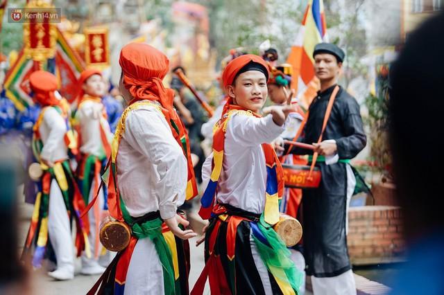 Độc đáo lễ hội trai giả gái nhảy điệu con đĩ đánh bồng ở Hà Nội - Ảnh 34.