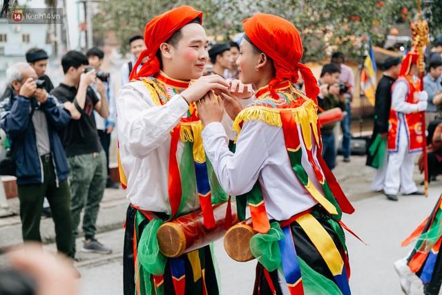 Độc đáo lễ hội trai giả gái nhảy điệu con đĩ đánh bồng ở Hà Nội - Ảnh 36.