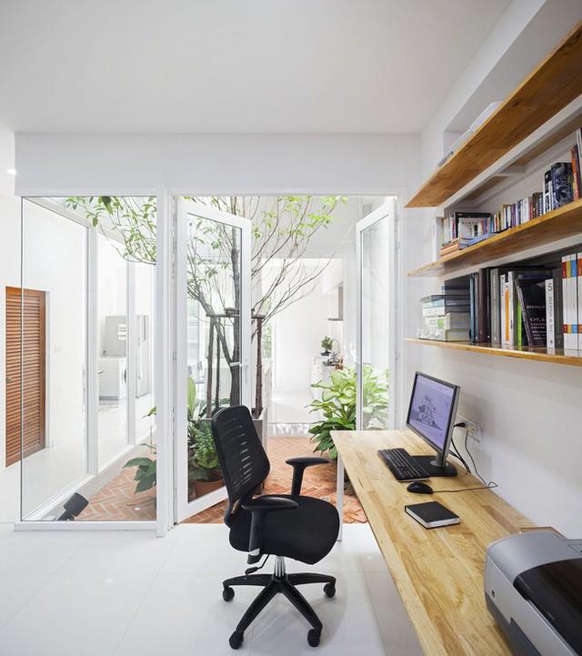 Sau 15 năm bỏ hoang, ngôi nhà 300m² được cặp vợ chồng trẻ hồi sinh cực hiện đại lại có vườn bonsai đáng mơ ước ở ban công - Ảnh 5.