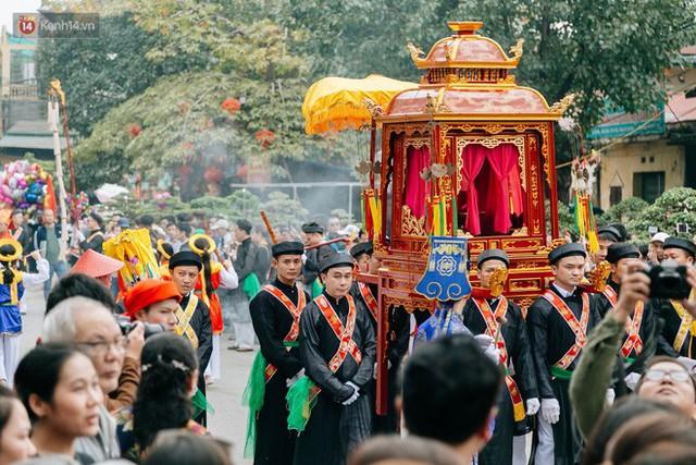 Độc đáo lễ hội trai giả gái nhảy điệu con đĩ đánh bồng ở Hà Nội - Ảnh 9.