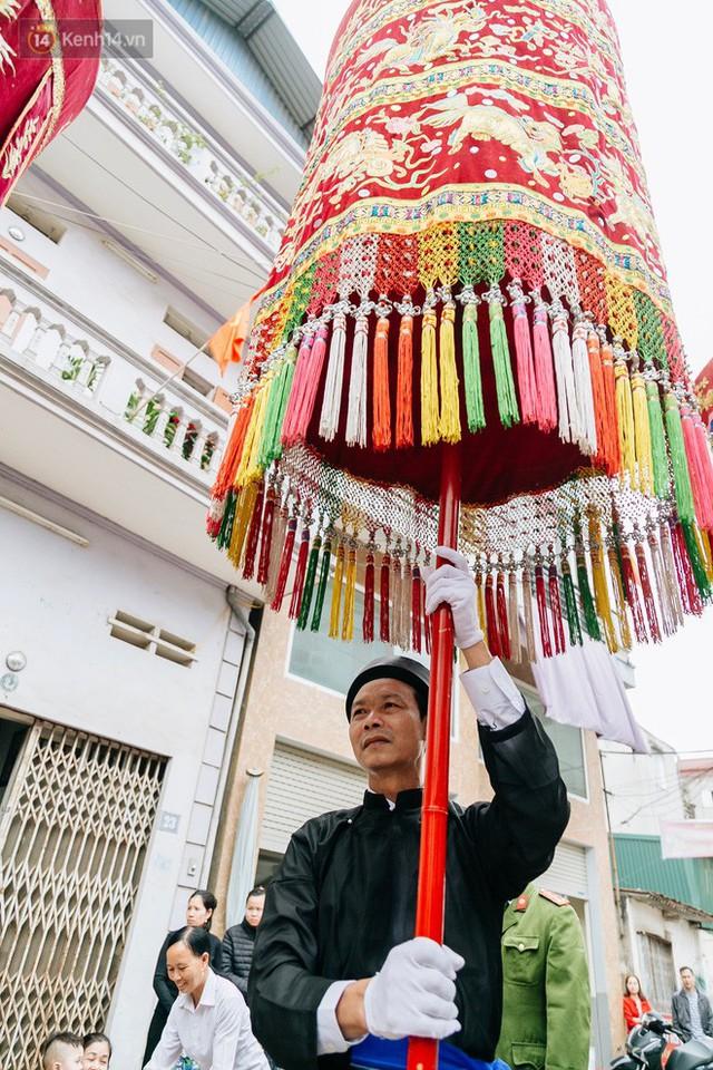 Độc đáo lễ hội trai giả gái nhảy điệu con đĩ đánh bồng ở Hà Nội - Ảnh 10.