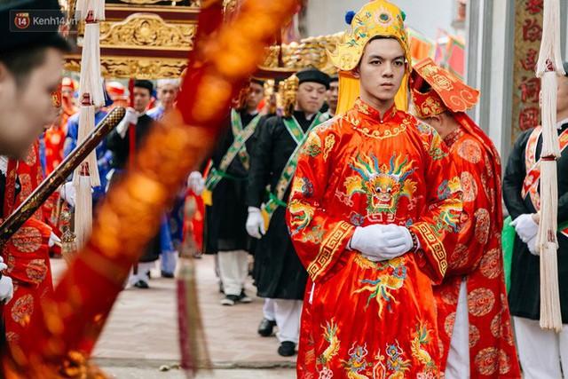Độc đáo lễ hội trai giả gái nhảy điệu con đĩ đánh bồng ở Hà Nội - Ảnh 11.