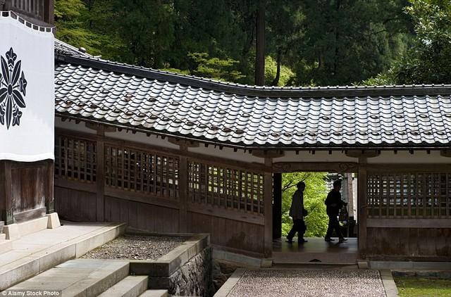 Vì sao không nhận tiền cúng bái, không có sư trụ trì nhưng hàng chục nghìn ngôi chùa tại Nhật vẫn tồn tại tới hàng trăm năm ? - Ảnh 2.