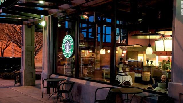Phép màu nào đưa Starbucks từ một cửa hàng rang cafe thành chuỗi thương hiệu trị giá trăm tỉ đô? - Ảnh 9.