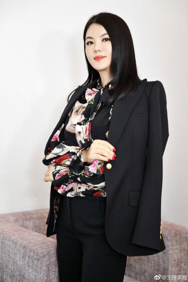 Tháo chạy khỏi tài phiệt phá sản, 13 năm sau nữ MC nổi tiếng Trung Quốc nhận được câu nói chua chát này từ tình cũ - Ảnh 1.
