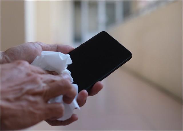 Cách vệ sinh điện thoại, laptop, tủ lạnh, máy giặt... để đón Tết - Ảnh 1.