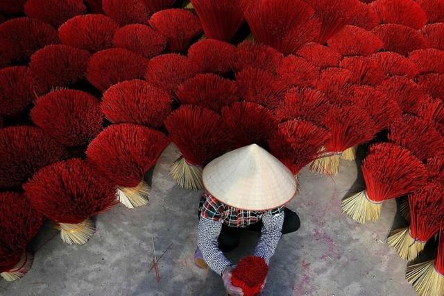 """Làng nghề tăm hương Việt Nam """"đẹp nao lòng"""" dưới ống kính nhiếp ảnh nước ngoài - Ảnh 11."""