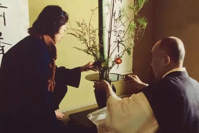 Sau 10 năm ẩn dật, người phụ nữ Nhật Bản trở thành kho báu quốc gia khi được mọi người mệnh danh là bậc thầy cắm hoa - Ảnh 3.