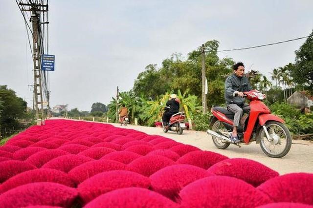 """Làng nghề tăm hương Việt Nam """"đẹp nao lòng"""" dưới ống kính nhiếp ảnh nước ngoài - Ảnh 4."""