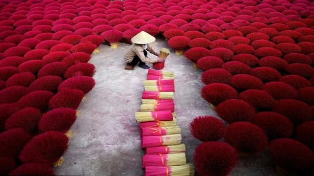 """Làng nghề tăm hương Việt Nam """"đẹp nao lòng"""" dưới ống kính nhiếp ảnh nước ngoài - Ảnh 5."""