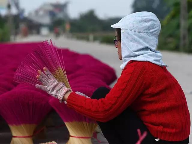 """Làng nghề tăm hương Việt Nam """"đẹp nao lòng"""" dưới ống kính nhiếp ảnh nước ngoài - Ảnh 8."""