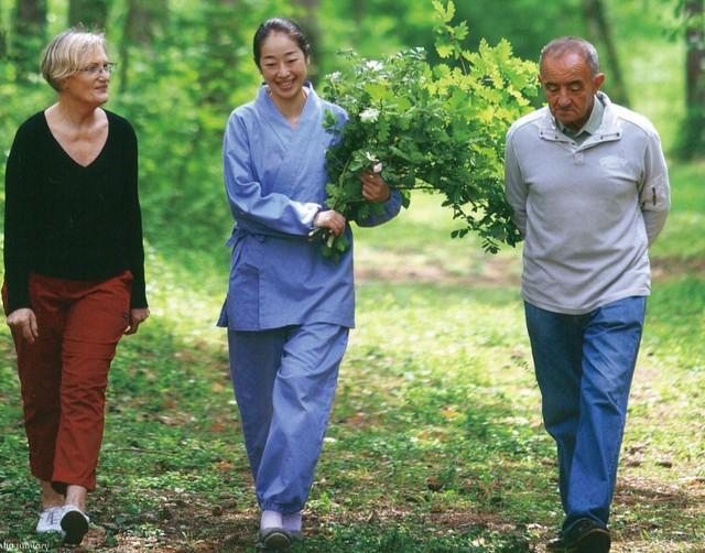 Sau 10 năm ẩn dật, người phụ nữ Nhật Bản trở thành kho báu quốc gia khi được mọi người mệnh danh là bậc thầy cắm hoa - Ảnh 9.
