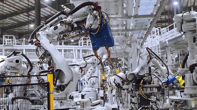 VinFast sản xuất thành công thân vỏ xe Lux SUV, chiếc ô tô made in Vietnam đầu tiên sẽ xuất xưởng ngay tháng 3/2019 - Ảnh 2.
