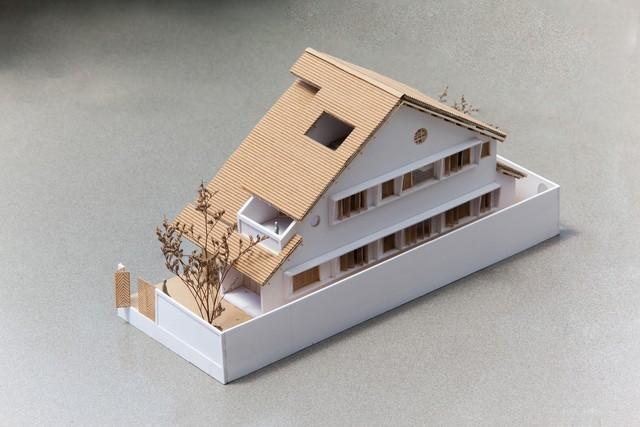 Ngôi nhà mái ngói đất nung, phong cách cổ xưa độc đáo ở TP HCM - Ảnh 2.