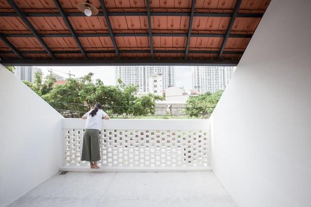Ngôi nhà mái ngói đất nung, phong cách cổ xưa độc đáo ở TP HCM - Ảnh 11.
